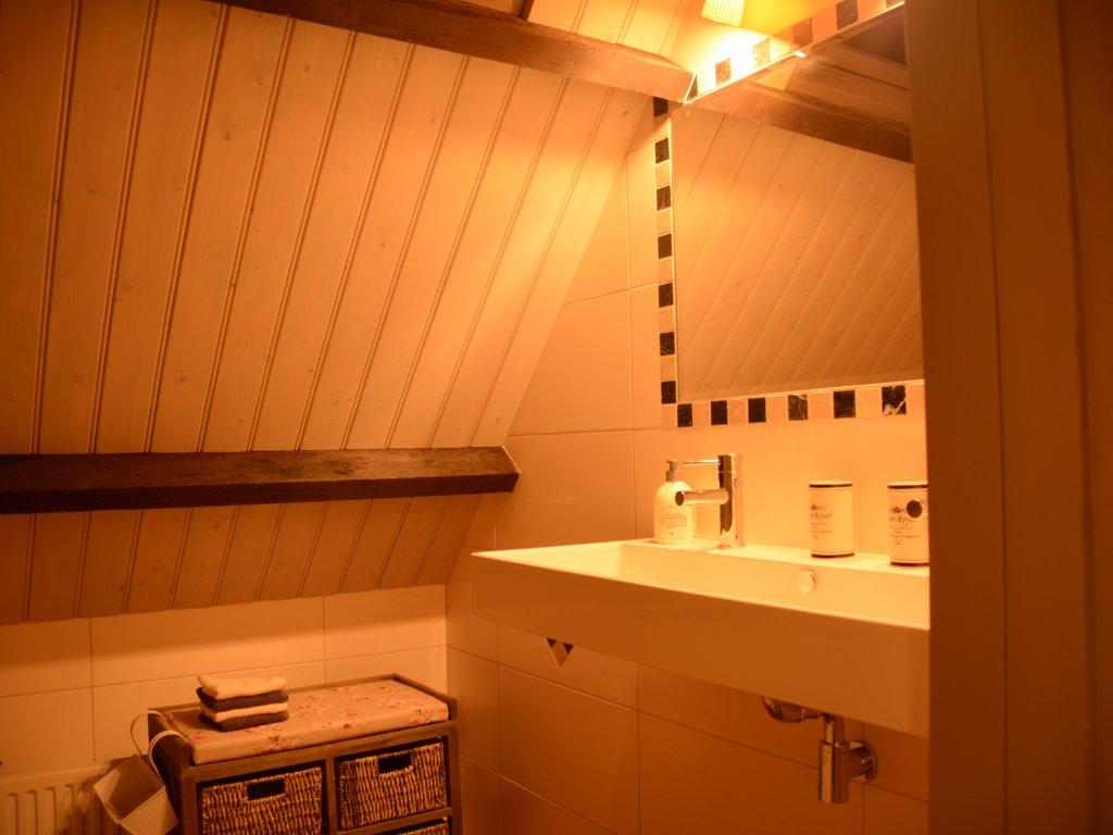 Badezimmer ersten Etage, mit grosses Bad und Regen Douche