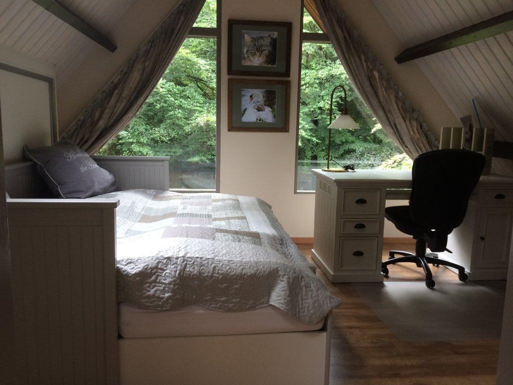 Zweiter Schlafzimmer oben, mit Blick auf dem Garten