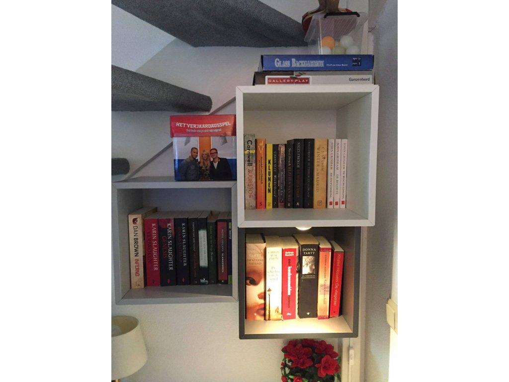 kleine Bibliothek, inkl. Spiele